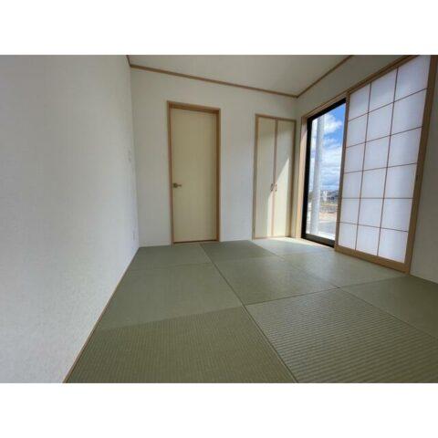 和室。玄関からの直接の入り口もあります。客間として使えます!