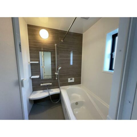 バス・シャワー。バスルームは落ち着いた雰囲気です。